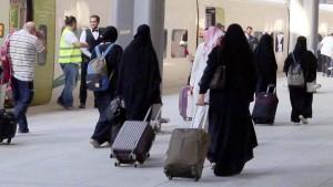 Saudi-Arabien lockert strikte Regeln für Frauen