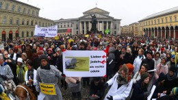 Chöre singen in München gegen Pegida