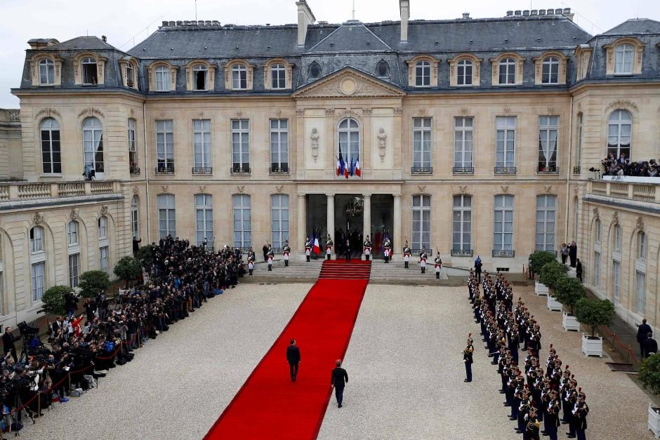Bilderstrecke zu Macron übernimmt von Hollande