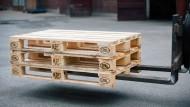 Das Leben auf Paletten: 95% des Warenverkehrs wird auf Holzpaletten bestritten.