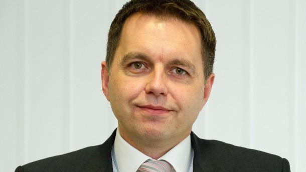 Peter Kazimir - Der Slowakische Finanzminister stellt sich in der Botschaft der Slowakei in Berlin den Fragen von Manfred Schäfers.