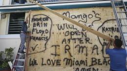 """Warum Hurrikane """"Irma"""" und """"Harvey"""" heißen"""
