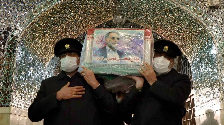 Der Sarg des getöteten Wissenschaftlers am Sonntag in der iranischen Stadt Mashhad