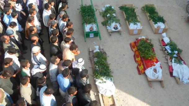 Trauerfeier für getötete Demonstranten in Hula nahe Homs
