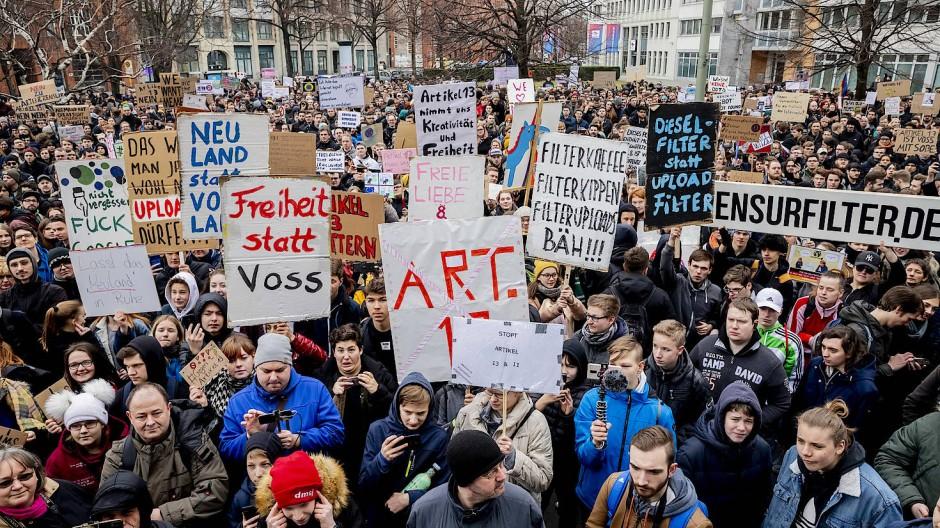 Eine Demonstration gegen die im Zuge der europäischen Urheberrechtsreform geplanten Uploadfilter in Berlin am 2. März 2019.