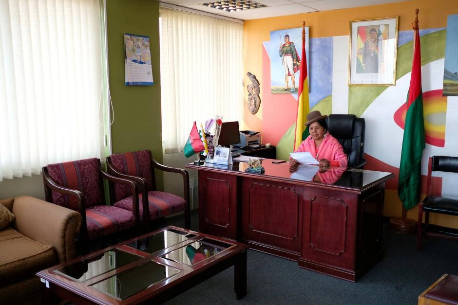 """Mercedes Marquez ist Mitglied des Senats in La Paz und verteidigt die Verbesserungen, die die Regierung von Evo Morales für die Aymara angestoßen hat. """"Wen, wenn nicht ihn, hätten wir denn wählen sollen?"""", meint sie."""
