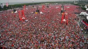Wahlkampf in der Türkei geht mit Großkundgebungen zu Ende