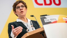 """AKK kritisiert SPD für """"Schmutzkampagne"""""""