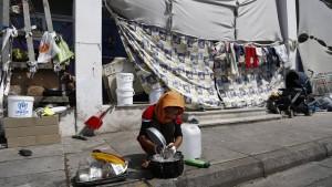 Zehntausende Flüchtlinge sitzen in Südosteuropa fest