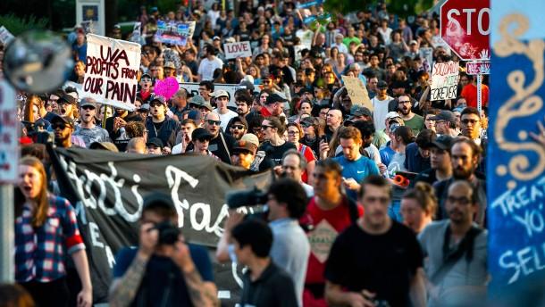 Charlottesville protestiert gegen rechte Gewalt