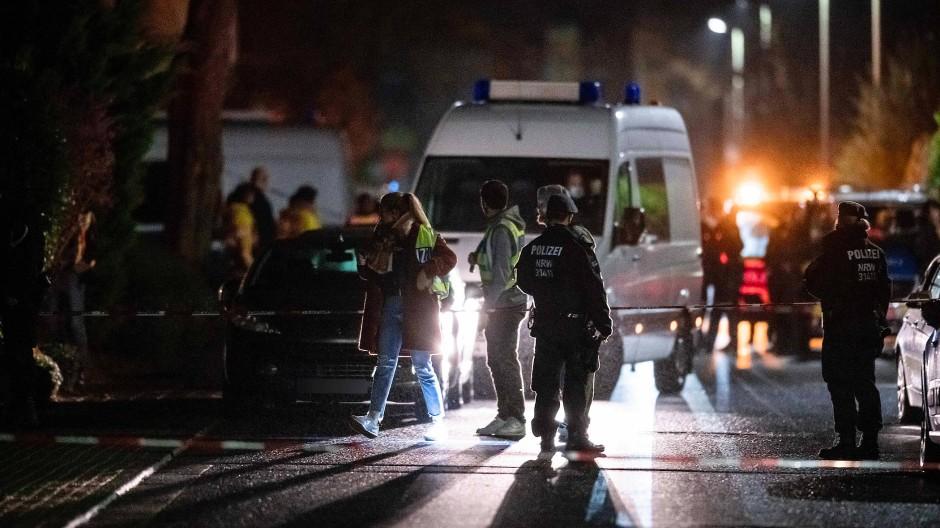 Meckenheim: Polizisten sichern den Tatort.