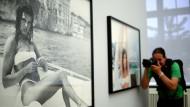 """""""Ja, ich bin zu Tode fotografiert worden"""", sagt Caroline von Monaco. Selbst Fotos von ihr sind begehrte Motive, wie hier in der Helmut Newton Stiftung im Museum der Fotografie in Berlin."""