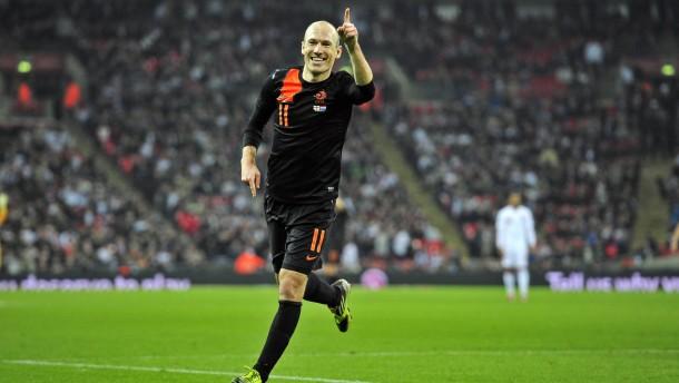 Robben und Huntelaar schlagen England