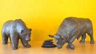 Bulle und Bär, Symbole für das Auf und Ab an den Börsen