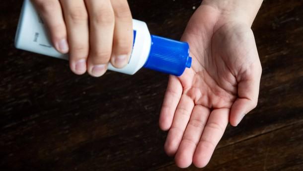Hautärzte empfehlen Desinfektion statt Seife