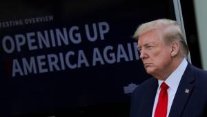 """Trump verkündet """"spektakuläre"""" Erholung der amerikanischen Wirtschaft"""