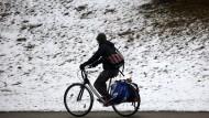 Radfahren im Winter: Auch bei Kälte lässt es sich gut radeln.