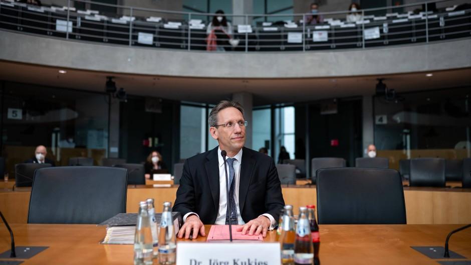 Jörg Kukies, Staatssekretär im Bundesministerium der Finanzen, sitzt als Zeuge in der Sitzung des Untersuchungsausschusses zum Bilanzskandal Wirecard im Deutschen Bundestag.