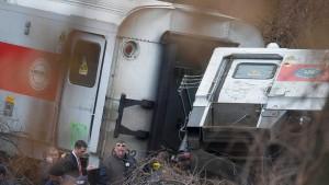 Vier Tote und dutzende Verletzte bei Zugunglück