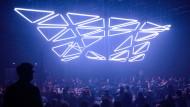 Mehr als ein Kunstgriff: Lichtfarben beeinflussen Stimmung und Arbeitsproduktivität, hier während des Frankfurter Kunstfestivals Luminale im Mousonturm