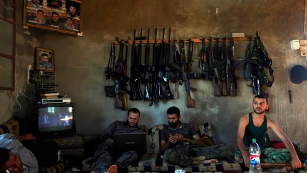 http://media0.faz.net/ppmedia/aktuell/2138211855/1.1794740/article_multimedia_overview/woher-stammen-diese-waffen-angehoerige-der-freien-syrischen-armee-mitte-juni-in-aleppo.jpg
