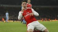 Özil schießt Arsenal an die Spitze