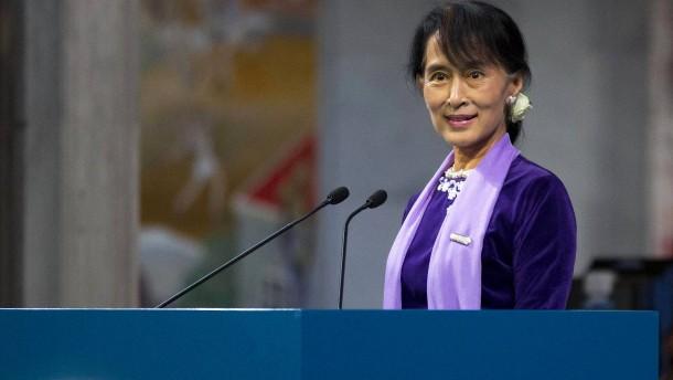 Suu Kyi erscheint in Myanmar erstmals persönlich vor Gericht