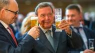 Verkörpert Bierruhe wie kein Zweiter: Gerhard Schröder