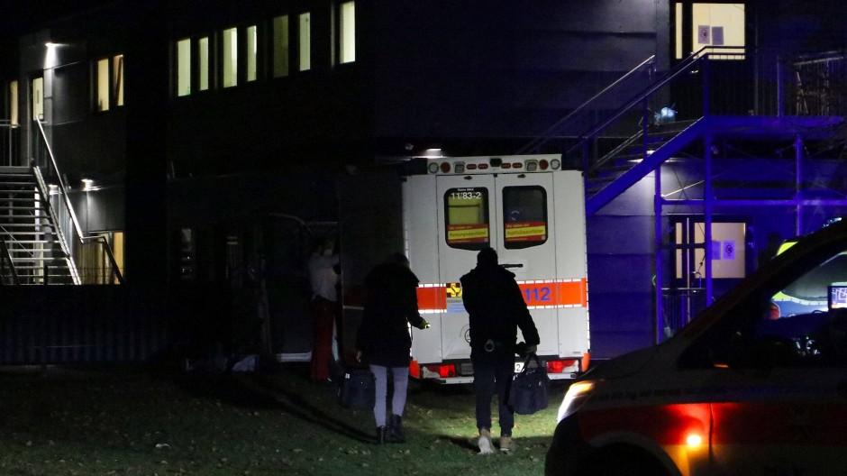 Afghane nach Streit verblutet: Der mutmaßliche Täter, ein Insasse der Asylunterkunft in Großkrotzenburg bei Hanau in Hessen, war wohl vorbestraft.