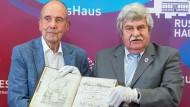 Bücherrückgabe an Russland: Mit der Feldpost nach Neu-Isenburg