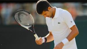 Djokovic gibt auf – Federer souverän