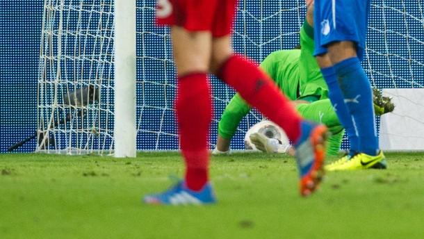 Leverkusen springt dank Phantomtor auf Platz eins