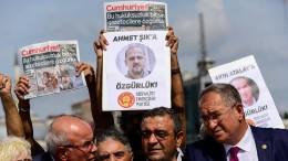 Ein Journalist kommt frei, vier bleiben in Haft