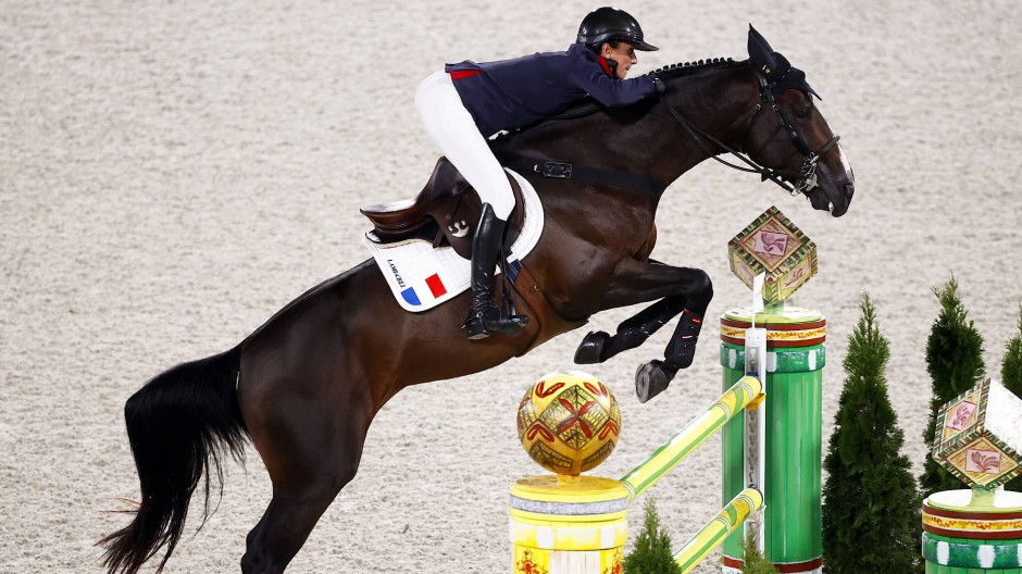 Verpasste das Einzelfinale, weil ihr Pferd vor der Dekoration – einem Sumo-Ringer – erschrak: Pénélope Leprevost