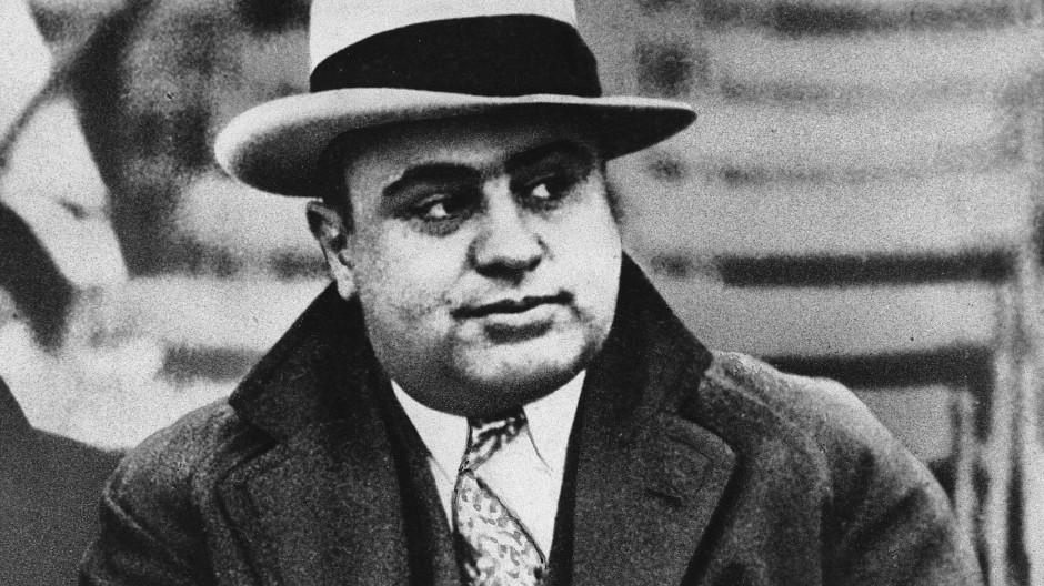 Gangsterboss Al Capone 1931 bei einem Football-Spiel in Chicago