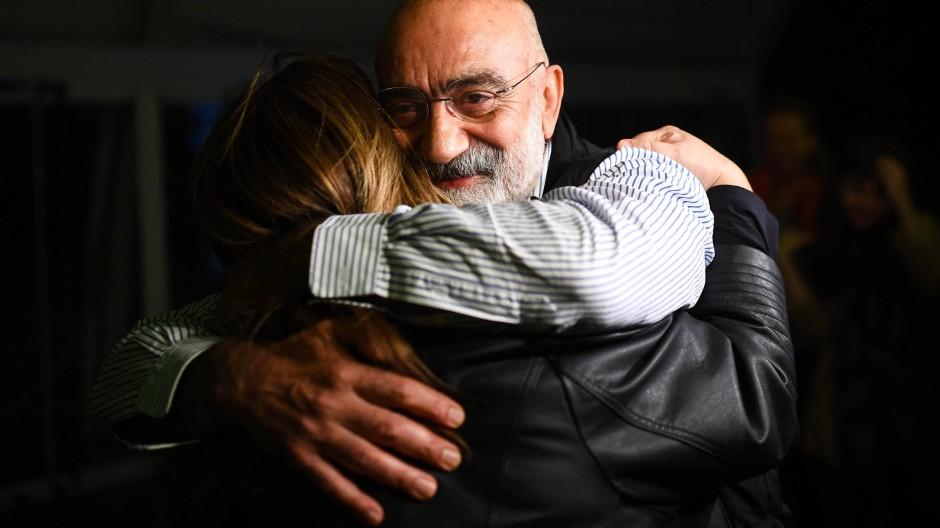 Schriftsteller und Journalistin aus Haft entlassen