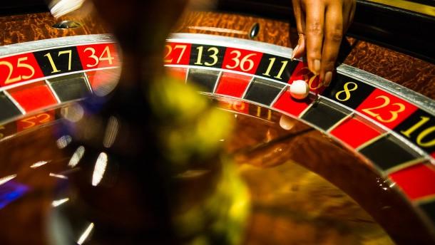 Unbekannte überfallen Casino in Stuttgart