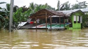 Zehntausende fliehen vor herannahendem Tropensturm