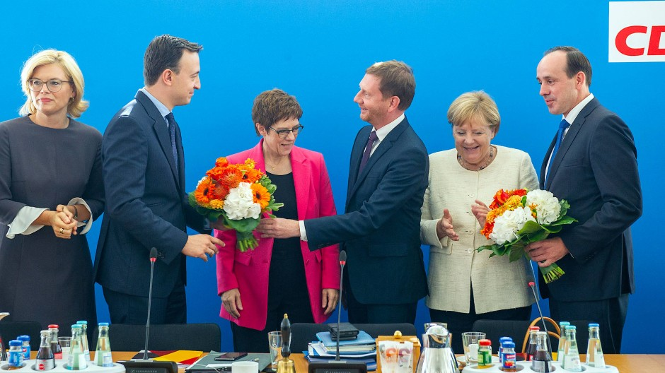 Quotenmäßig schon ganz gut: Julia Klöckner, Paul Ziemiak, Annegret Kramp-Karrenbauer, Michel Kretschmer, Angela Merkel und Info Senftleben im September 2019