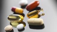 Massentierhaltung und Gesundheitswahn treiben die Nachfrage nach Vitaminen.