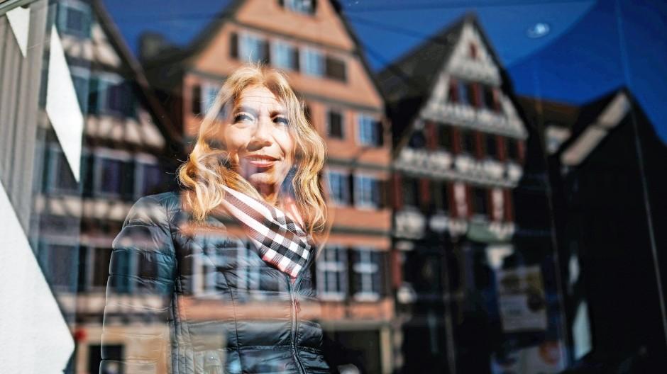 Die Notärztin Lisa Federle, 59, auf dem Tübinger Marktplatz