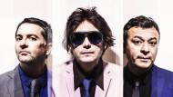 Von der Verzweiflung nach wohin? Sean Moore (Schlagzeug), Nicky Wire (Bass) und James Dean Bradfield (Gitarre, GEsang) sind die Manic Street Preachers.