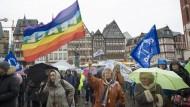 Ergraut im Kampf für den Frieden: Aktivistinnen auf dem Römerberg