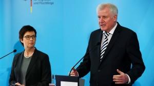 Seehofer kündigt Untersuchung im Bamf an