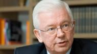 Eigentlich seine Zeit: Jetzt, da in den Parlamenten wieder mehr gestritten wird, wäre Roland Kochs rhetorisches Talent gefragt.