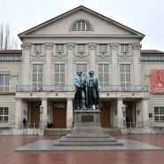 Im Juli 1919 wurde im Deutschen Nationaltheater in Weimar die Verabschiedung der Verfassung des Deutschen Reiches gefeiert.
