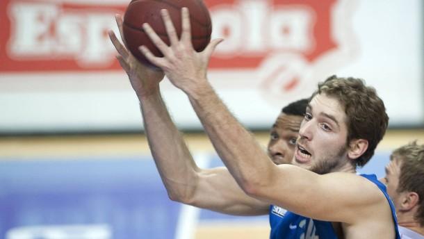 Basketball-Bundesliga - Skyliners Frankfurt gegen Brose Bamberg in der Frankfurter Ballsporthalle.