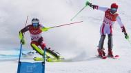 Daniel Yule vom Schweizer Alpin-Team fuhr im Finale des Mixed-Team-Events gegen den Österreicher Marco Schwarz zum Olympiagold.