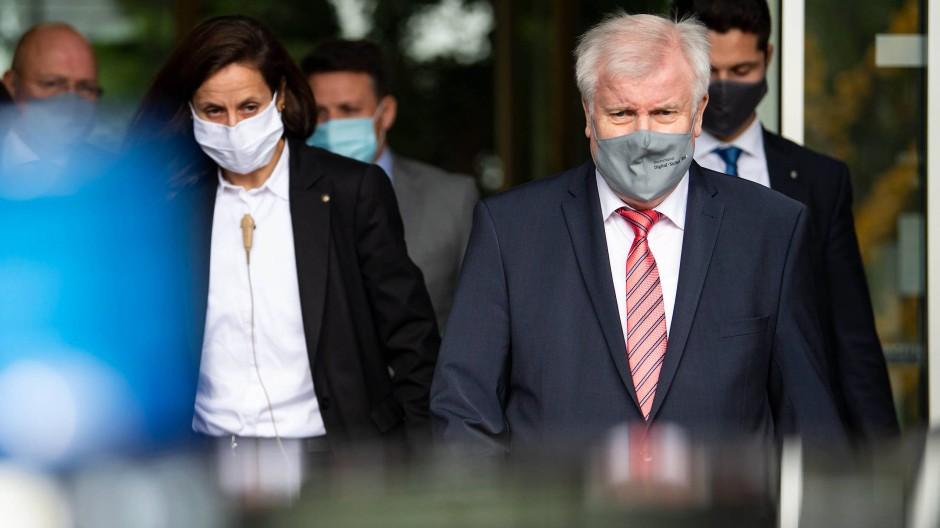 Seehofer will Abschiebungen nach Syrien prüfen
