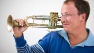 Ohne ihn ist alles nichts: Als Leadtrompeter hält Frank Wellert das Spiel der Kollegen zusammen.